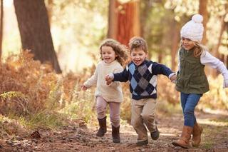 Studiu: fratii mijlocii au mai mari sanse sa fie sociabili si sa aiba succes