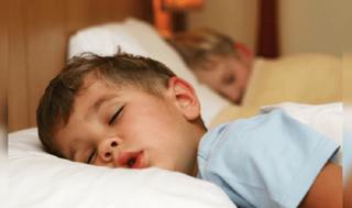 Psihiatrii CONFIRMA: Copiii care merg tarziu la culcare au un risc mai mare de a dezvolta tulburari mintale