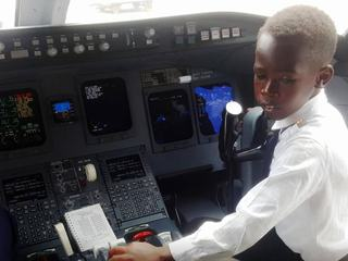 Graham, baiatul de 7 ani care stie sa piloteze avioane si viseaza sa mearga in spatiu cu Elon Musk