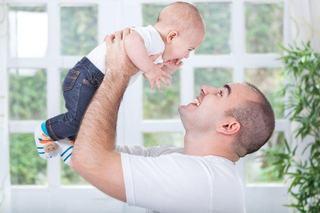 10 moduri de a fi un tata mai bun