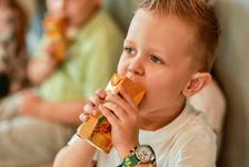 Gustarile intre mese: riscuri pentru sanatatea copiilor?