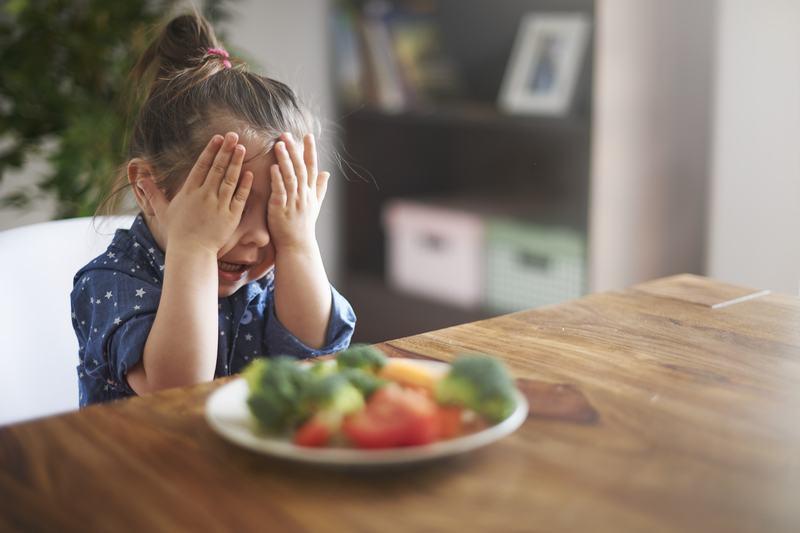 Sindromul farfuriei goale si pericolul de a obliga copilul sa manance tot