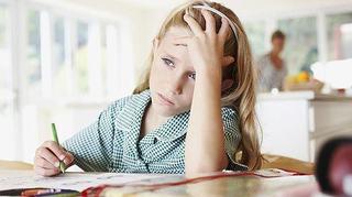 Sfaturi pentru a convinge copilul sa faca temele fara scandal
