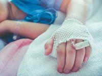 """O mama se revolta: """"Dupa ore de asteptare pe holurile spitalelor, mi-au spus sa caut un preot"""""""