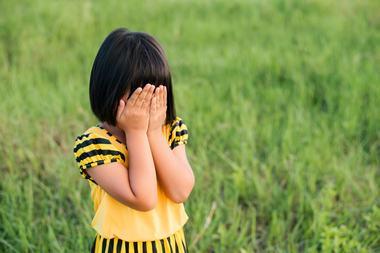 Ai un copil timid? Cum il poti ajuta sa iasa din zona de confort