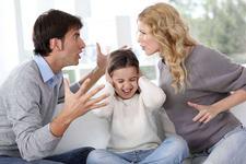 Chiar daca ai fost parasita de sot, nu ii vorbi niciodata urat copilului despre tatal sau