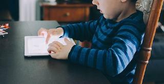 90% din copiii de 2-3 ani diagnosticati cu o forma de autism sufera din cauza televizorului si mobilului
