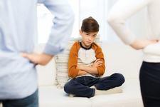 Pot singur! Cand copilul mic devine agresiv in incercarea de a fi independent