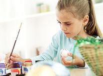 Invata copilul sa picteze oua de Paste!