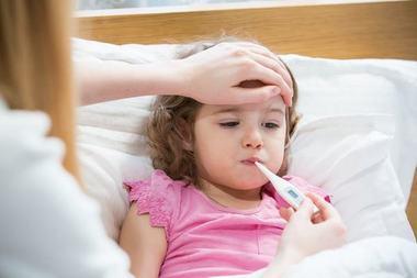 Temperatura la copii: cum se masoara corect si cand se considera febra