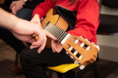 Muzica, mai importanta decat tehnologia pentru inteligenta copiilor