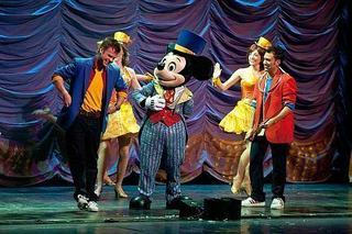 A inceput Mickey's Magic Show!