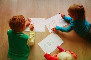 Cum iti inveti copilul sa scrie