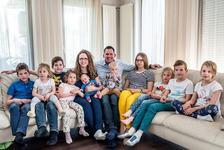 """Viata de familie cu 10 copii in carantina: """"Daca Dumnezeu vrea am mai dori sa avem unul sau doi"""""""
