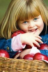 Imprieteneste-ti copilul cu fructele si legumele!
