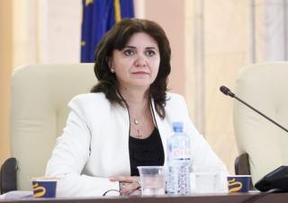 Profesorii care refuza sa predea online pot fi concediati, anunta Ministrul Educatiei