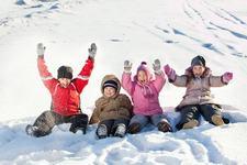 Frigul nu imbolnaveste! Copiii trebuie sa stea cat mai mult afara, chiar si iarna