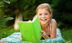Cum sa-ti convingi copilul sa citeasca vara aceasta