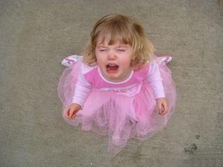Copilul tau face crize de nervi? Cum sa-l inveti sa-si controleze emotiile