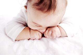 De ce se freaca bebelusul la ochi si cum sa impiedici acest lucru