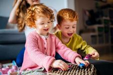 Joaca nu este doar o distractie pentru copilul tau. Beneficii uimitoare ale jocului liber