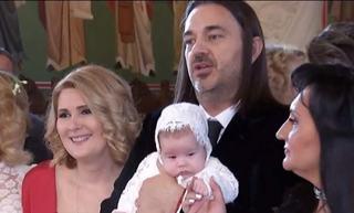Alessandra Stoicescu si-a botezat fetita. Cine sunt nasii micutei