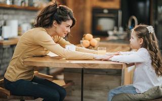 50 de intrebari pe care sa i le pui copilului tau ca sa intaresti relatia