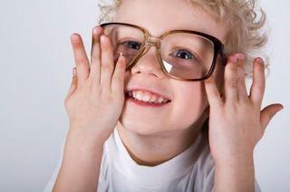 Probleme de vedere la copii: 10 semne alarmante