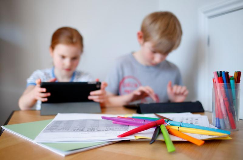 Copilul nu se concentreaza la ore, dar pe tableta da? Ce trebuie sa stii despre tipurile de atentie