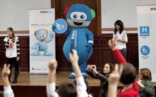 Ore de educatie rutiera in scoli, sustinute de Andi Moisescu