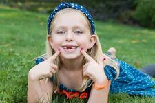 Cum se simt copiii cand isi pierd primii dinti de lapte? Vei fi uimita!