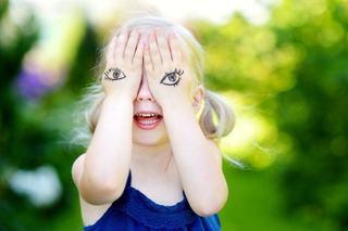 7 lucruri neobisnuite pe care le face un copil de 3 ani