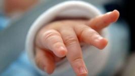 Bebelus inecat cu mancare, s-a stins din viata la spital