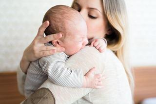 Nu, bebelusul tau nu trebuie sa stie sa se linisteasca si sa adoarma singur