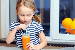 """Mihaela Bilic: """"Un pahar de suc proaspat de fructe este egal cu unul de bere"""""""