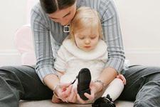 Trucuri pentru a incalta copilul mai usor