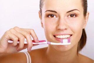 Periuta de dinti iti poate afecta sanatatea