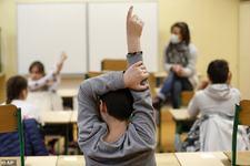 Opt scoli din Franta, inchise din nou dupa ce un elev a fost depistat cu coronavirus