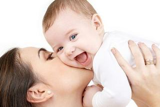 Copiii nascuti natural, mai destepti decat cei nascuti prin cezariana