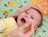 Bebelus racit? Cum il ajuti sa respire mai usor in timpul somnului