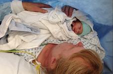 Povestea incredibila a unei femei care dupa 18 avorturi si 16 ani de incercari a devenit mama la 48 de ani