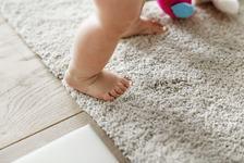 Copilul descult este un copil cu picioare mai sanatoase