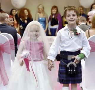 Poveste tulburatoare: la doar 5 ani s-a casatorit cu cel mai bun prieten al sau