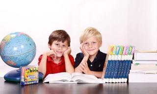 """Cum stimulezi copilul sa invete mai mult si mai usor fara sa ii """"tai"""" accesul la internet"""