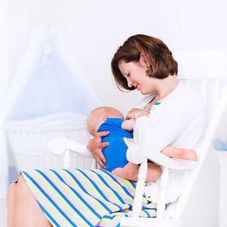 De ce este importanta alaptarea la san? Descopera care sunt beneficiile laptelui matern pentru bebelus