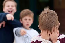 """Marturia dureroasa a unui elev batut si umilit la o scoala privata: """"Mami, am inima neagra"""""""