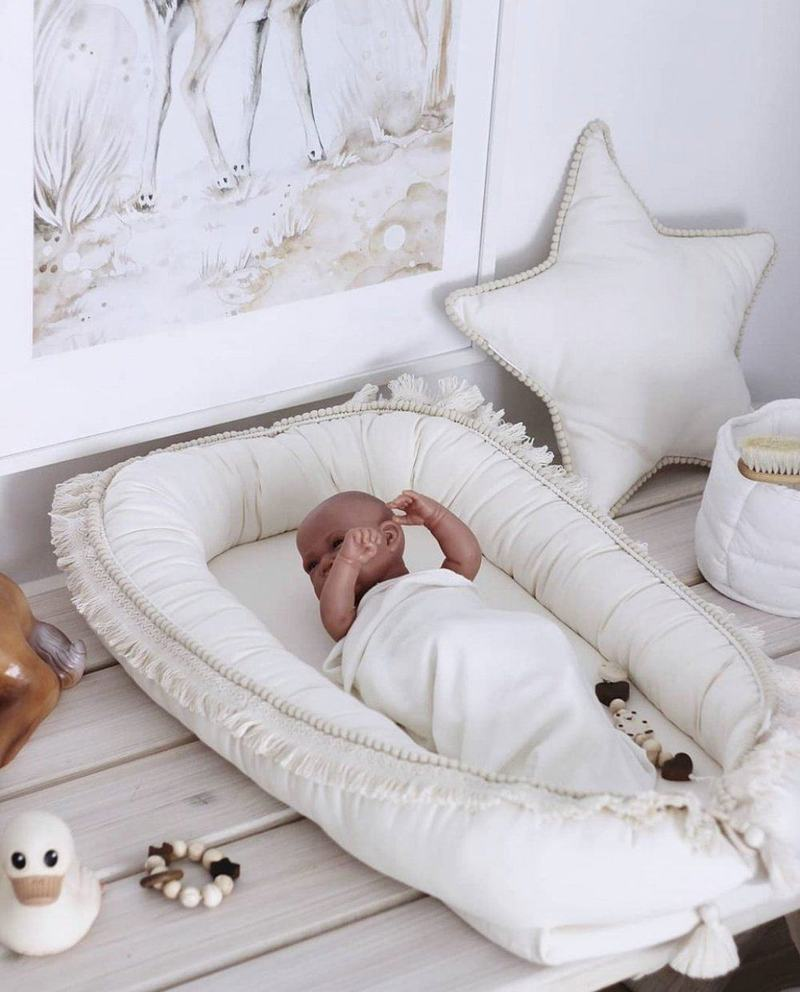 Baby nest-ul Little Prints - un articol must-have pentru bebelusi