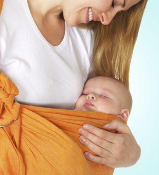 Beneficiile purtarii bebelusului