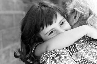 SOS Satele Copiilor romania lanseaza campania de strangere de fonduri prin sms  Daruieste afectiune