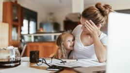 Parintii in carantina Covid-19. Cum faci fata lucrului de acasa cu copilul pe cap